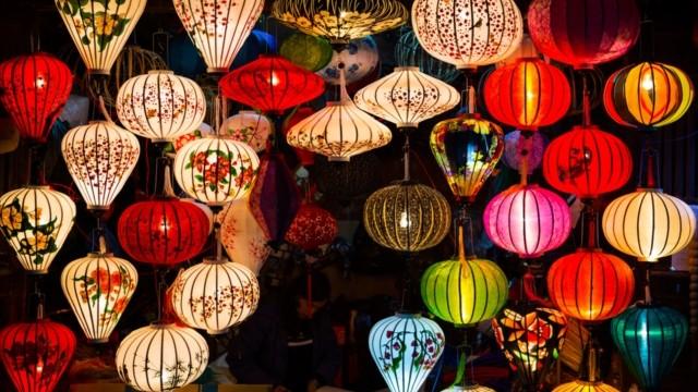 【ベトナム ランタン祭】明かりを灯せば、世界はこんなに幻想的になる!