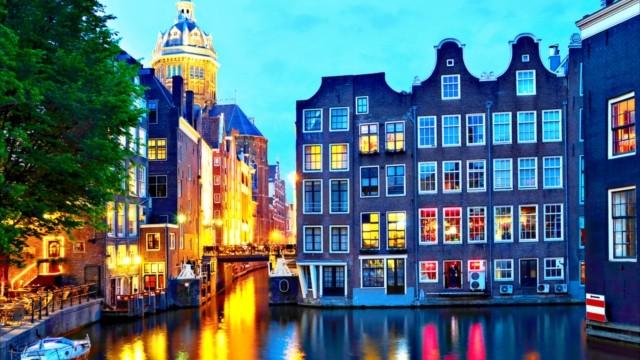 世界遺産の街は夕暮れ時が最も美しい。ロマンチックな夜の「アムステルダム」