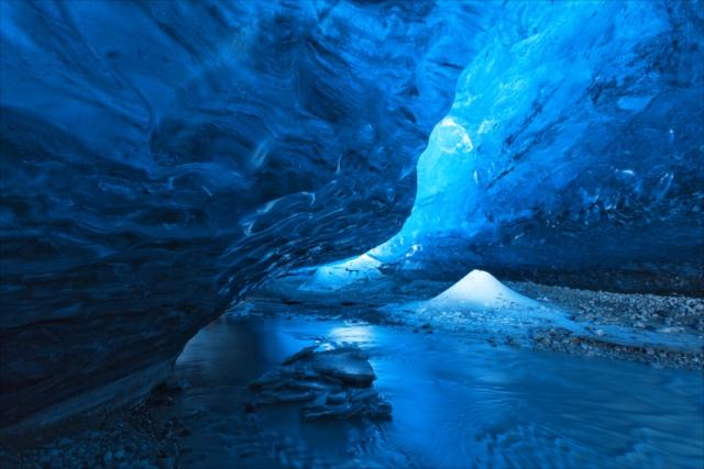 すべてが青く輝くアイスランドの、神秘的な7つの絶景
