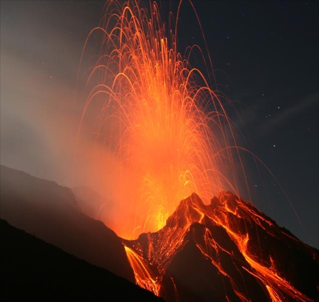これぞ地球の神秘!大迫力の火山噴火が見られる観光スポット