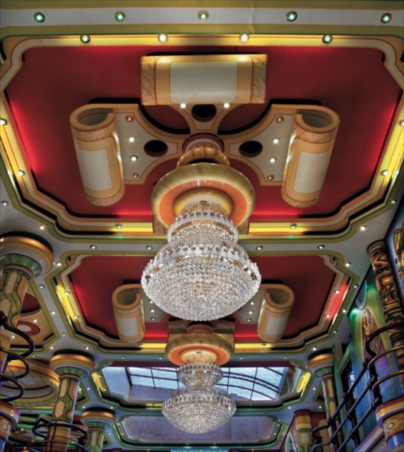 ボリビア先住民富裕層の象徴、ネオ・アンディーナ建築の宇宙的世界