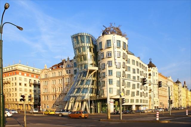 見ればみるほど不思議!非現実的でありえない建物