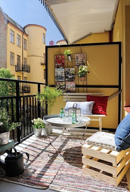 自宅の狭いベランダが、カフェ・スペースになる素敵なアイディア