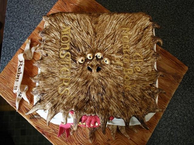 カットするのがもったいない! イギリスのベーカリーが作ったリアルすぎる不思議なケーキ