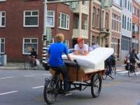 自転車の国、オランダならでは!自転車をフルに活用する地元の人達