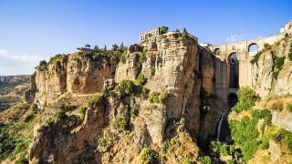 【スペイン】その高さ、約150m!ロンダ峡谷の断崖絶壁にそびえるホテル