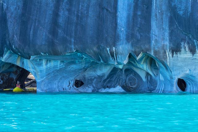 大理石が作りだした、美しすぎる青の洞窟「マーブル・カテドラル」