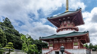 大自然をのんびり散策。お不動さまを訪ねる、成田山の休日