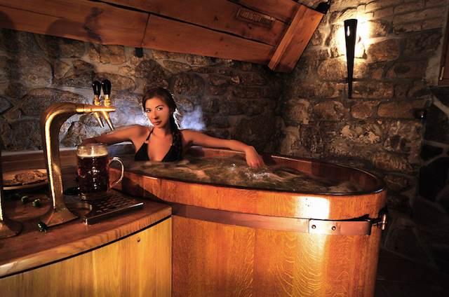 【チェコ】飲むだけじゃない、ビール派もワイン派も大満足のアレとは?