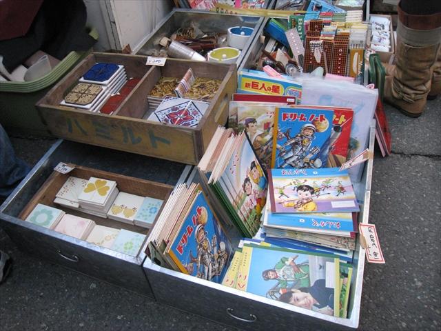 戦国時代から続くフリーマーケット、世田谷ボロ市で宝探し