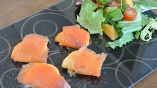 ひと手間加えるだけ!前菜にもデザートにもなる「柿」の美味しい食べ方