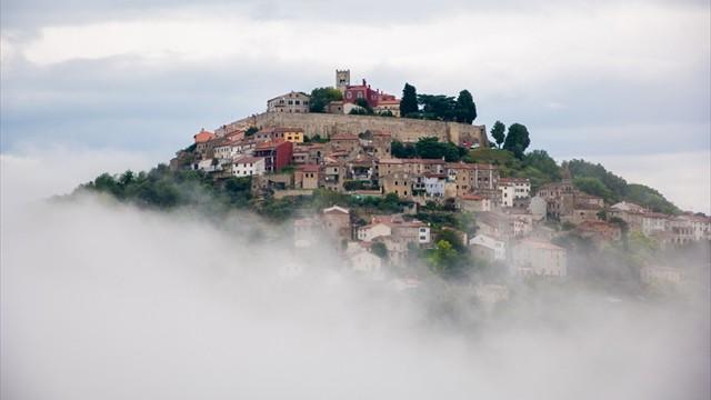 【クロアチア】中世で時が止まった天空の街「モトブン」