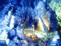 夏涼しく冬暖かなエコスポット鍾乳洞。地中に広がる異世界探検