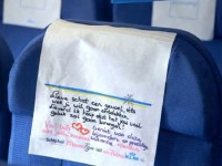 座席に大切な人からのメッセージ。心温まるフライトサービス