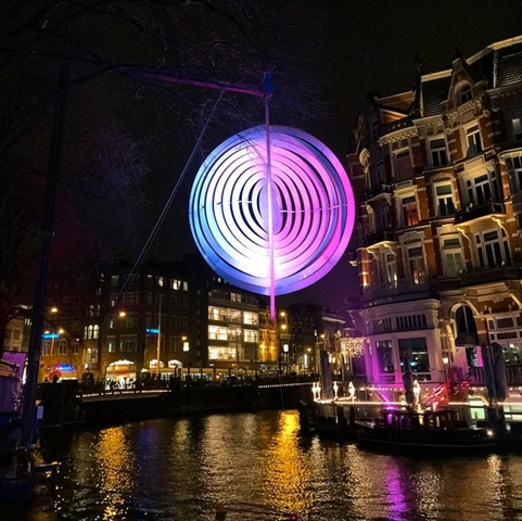 冬のイルミネーションに包まれて。アムステルダムで行われているライトフェスティバル