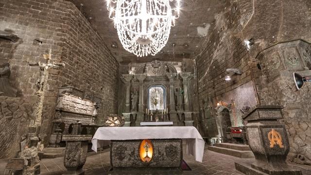 【世界遺産】美しすぎる塩の宮殿。天井、床、壁すべてが塩の世界!
