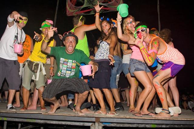 パワー全開で楽しむタイのフルムーンパーティー