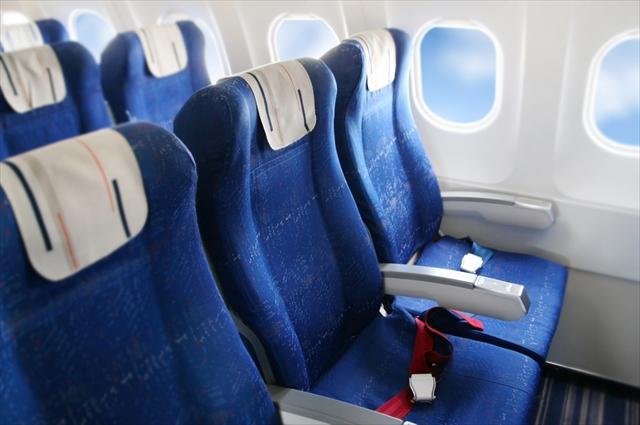 飛行機の中は砂漠並みに乾燥?!長いフライトに負けない5つの保湿方法