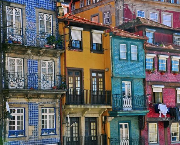 世界で最も美しい本屋と壁画、町全体が美術館のようなポルトの町