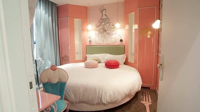 テーマは七つの大罪。ランジェリーデザイナーが手がけたパリのホテルが話題!