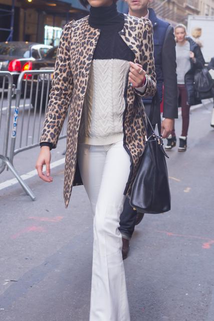 ニューヨーカーに学ぶ、大人のレオパード柄の着こなしかた