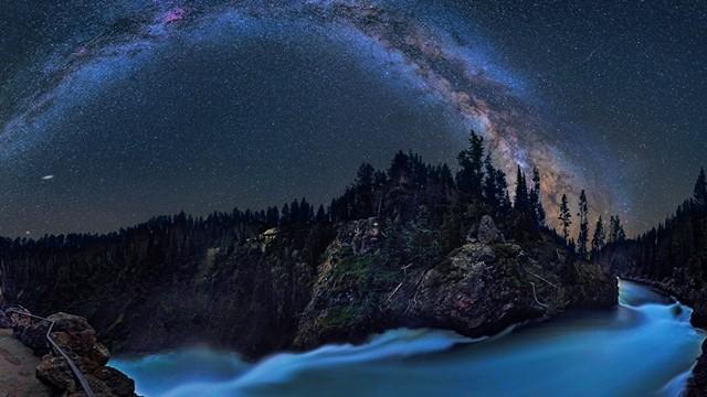 【自然が生み出す光の世界】天体写真家が撮影した「天の川」の絶景写真