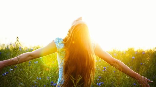 もっと身軽に、自由になりたい。後悔しない生き方をするには?