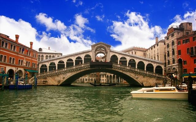 渡るのがもったいない!見るだけで美しい世界の7つの橋
