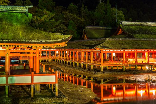 【世界遺産宮島】老舗旅館「岩惣」と屋形船で夜の海上散歩