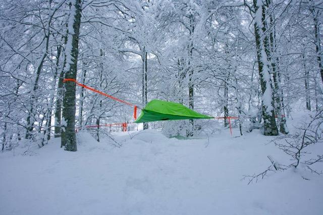これまでのアウトドアの常識が変わる?空中で過ごすテントスタイル