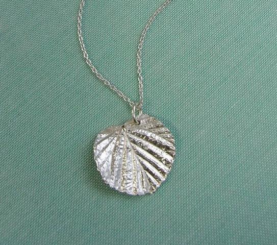 お家で簡単にオリジナルのシルバーアクセサリーが作れる銀粘土って?