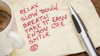 旅が無理ならトイレで実践!お昼休みにできる簡単リラックス術