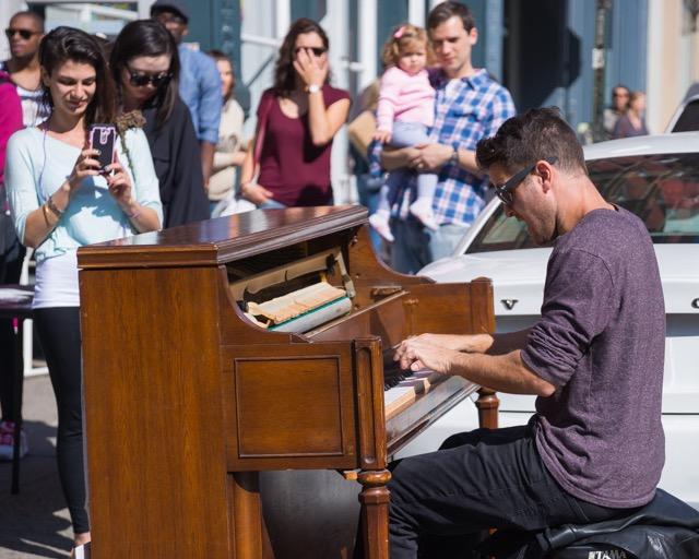 【世界が僕の鍵盤】ストリートでピアノを弾く旅人