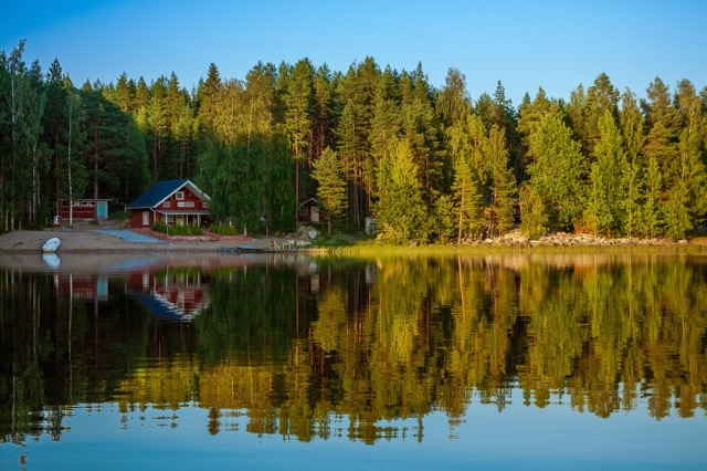 いつか行きたい!花と湖に癒やされるフィンランドの夏至祭