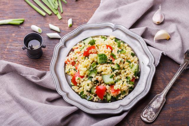 【レシピ】クスクスと夏野菜で作る、フランスのお惣菜「タブレ」