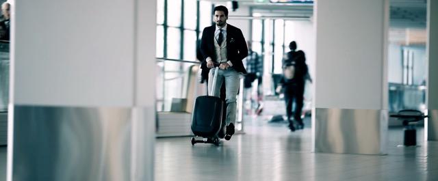 旅の移動を加速させる!?キックボードのようなスーツケースがおもしろい