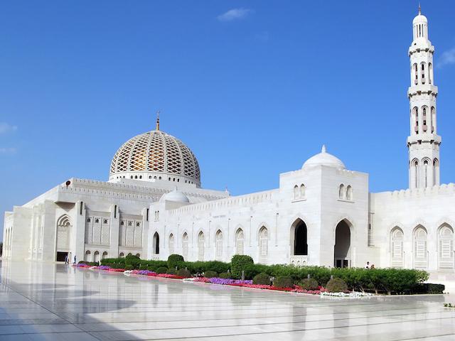 中東の白い街。オマーンの首都「マスカット」って知ってる?