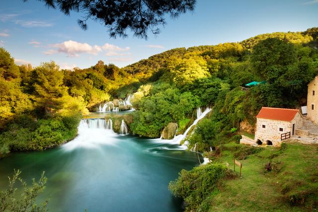 【穴場絶景】ヨーロッパ一美しい滝で泳いでみませんか?クルカ国立公園