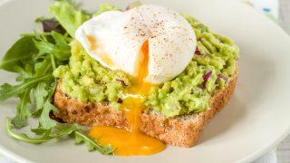 【レシピ】話題の朝食!栄養満点のアボカドトースト