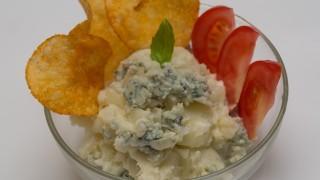 【秋の家飲みサラダ】大人好みの「ブルーチーズのポテトサラダ」