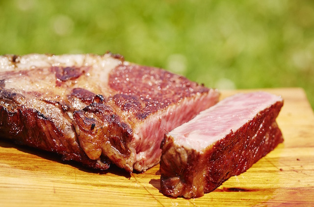 【話題の肉好きグルメ映画】世界一のステーキは、幸せな牛から生まれる!?
