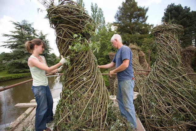 道具は「木」だけ!自然の木を作って生み出すアートがすごい