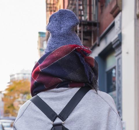 ニューヨーカーに学ぶ!差がつく秋冬ストールの巻き方