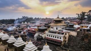 【ネパール】ヒンドゥー教の聖地を流れるガンジスの支流で見る火葬