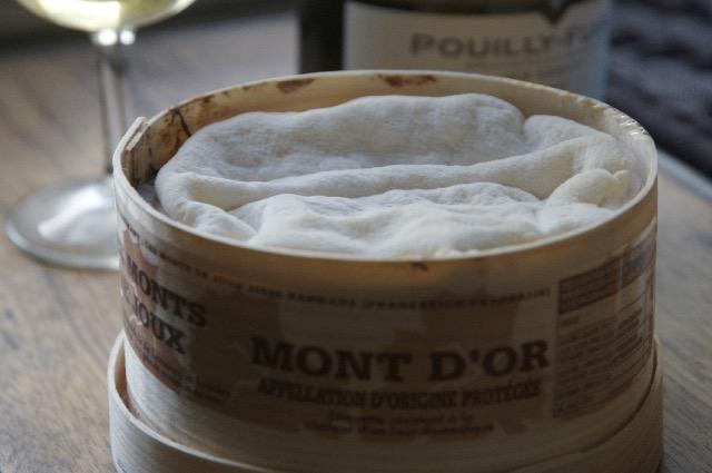 モンドールの季節がやってきた!期間限定のフランスのチーズ