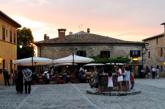 中世へタイムスリップ。王冠と詠われた美しき町、モンテリジョーニ