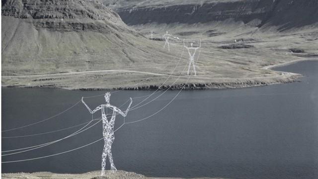 電気を運ぶ巨人!?私たちの常識を打ち破るアイスランドの鉄塔