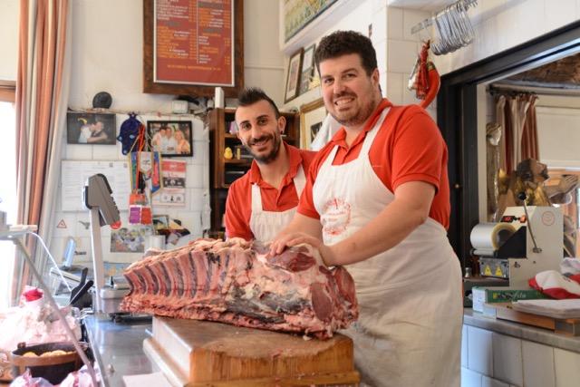 遠方からもわざわざ買いにくるほどおいしい、伝説のお肉屋さん