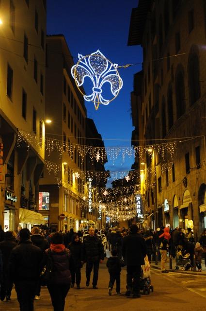 ルネッサンス文化花開いた芸術の都フィレンツェのクリスマス風景