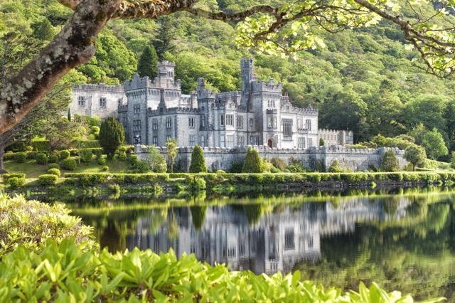 アイルランドで最もロマンティックな建物「カイルモア修道院」